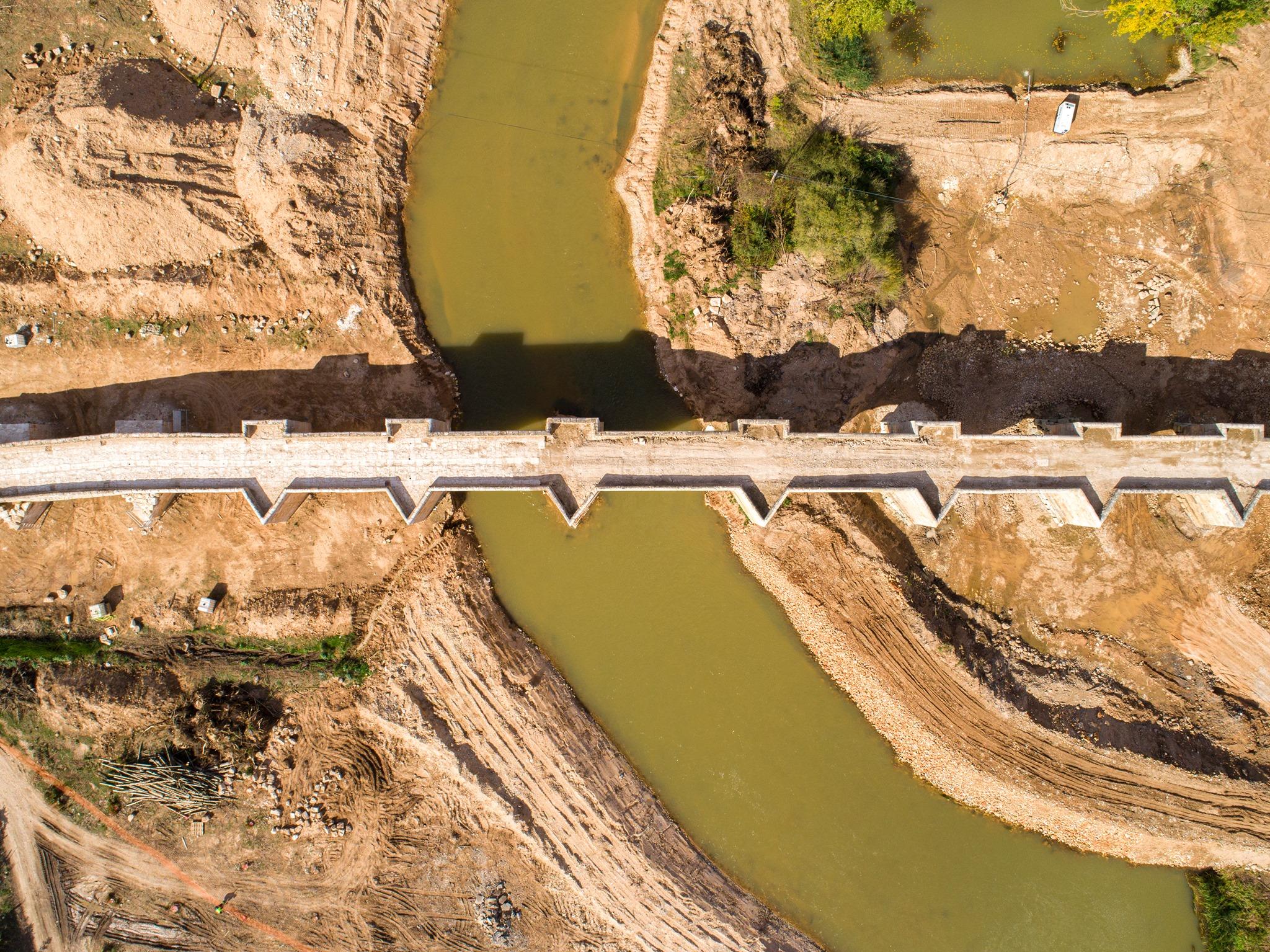 drone alpha drones, puente langa duero dji phantom cenital